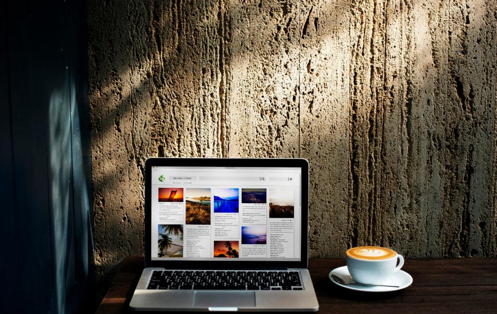 laptop i kawa
